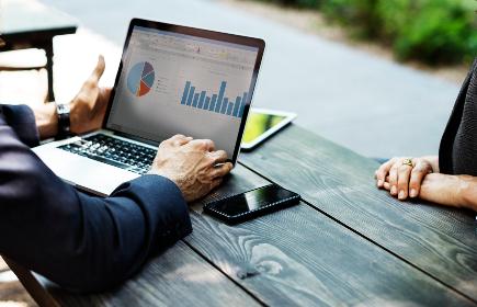 Czy warto wymieniać pieniądze drogą internetową?